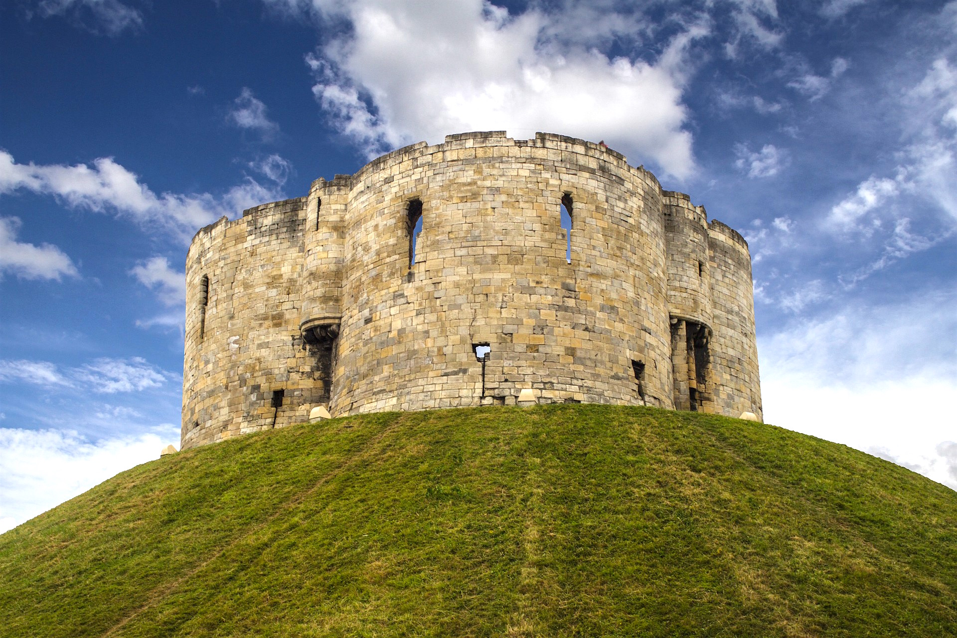 cliffords tower at caste gateway york